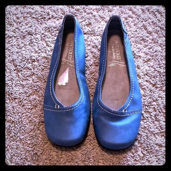 AEROSOLES Shoes - NWOT Aerosoles Slitch N Turn Blue Flats 8